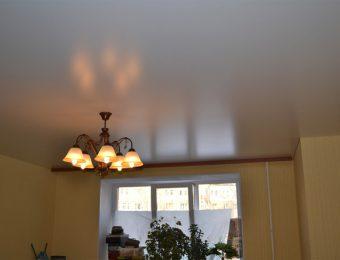 сатиновые натяжные потолки для зала