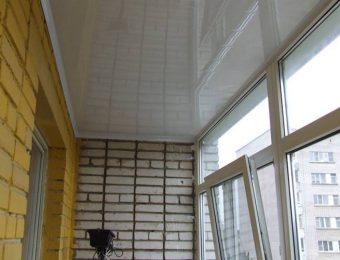 лучший натяжной потолок на балконе