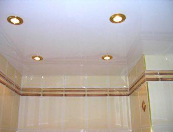 Натяжные потолки в ванной комнате