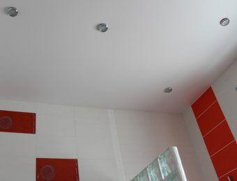 натяжные потолки в ванной комнате плюсы и минусы