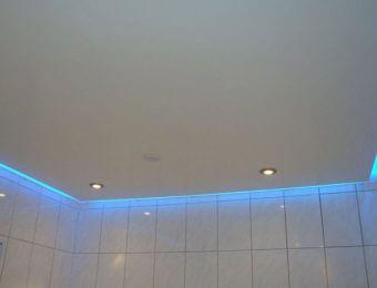 натяжные потолки в ванной комнате полотно