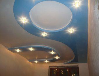 обычные многоуровневые натяжные потолки