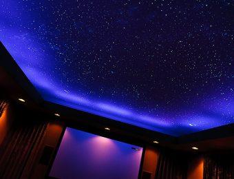 обычные натяжной потолок с подсветкой