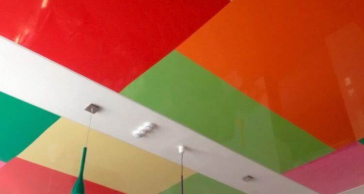 Цветные натяжные потолки в Рязани